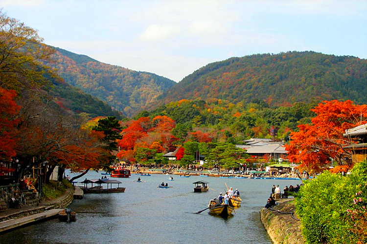 Gan holidays giappone antico e moderno for Case giapponesi antiche